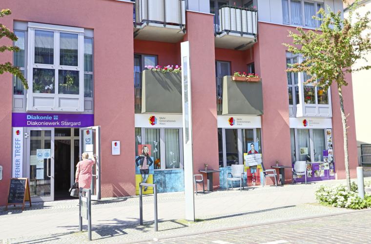 Mehrgenerationenhaus Neustrelitz Strelitzer Straße Treffpunkt für Familien Senioren Kinder Menschen
